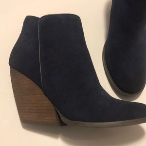 Very Volatile Shoes - Navy blue booties